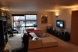Spacious, double-bedroom with stylish en-suite and private parking - Nottingham, City, the Park.