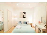 Spacious self contained studio West Kensington W14 £285 pw