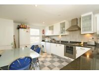 Worlingham Road - We are delighted to offer this three double bedroom flat to rent.
