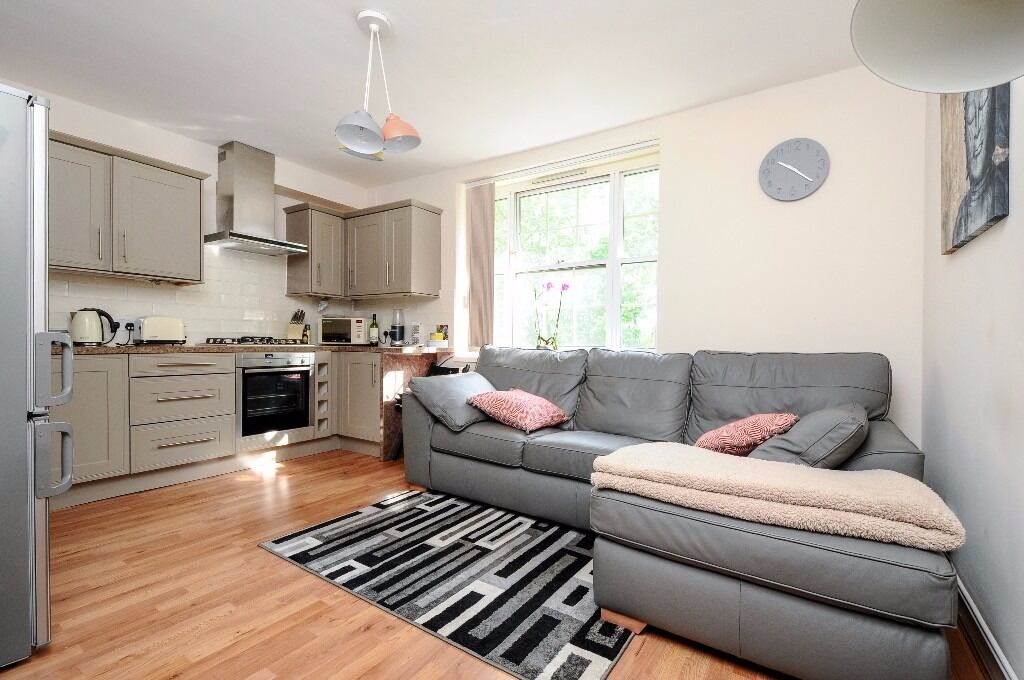 A well located 3 double bedroom flat in Central Clapham. William Bonney Estate, SW4