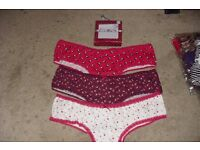 NEW PACK OF 3 SIZE 20 LADIES BRIEFS IN SQUARE GIFT BOX