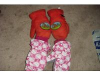 2 PAIRS OF CHILDREN'S MITTENS HELLO KITTY + AN ORANGE PAIR
