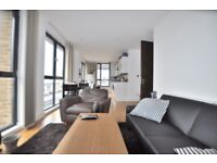 Stunning 2 bedroom, 2 bathroom penthouse with roof terrace near Liverpool St EC2