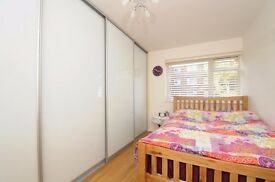 An immaculate two bedroom first floor flat to rent in Southfields
