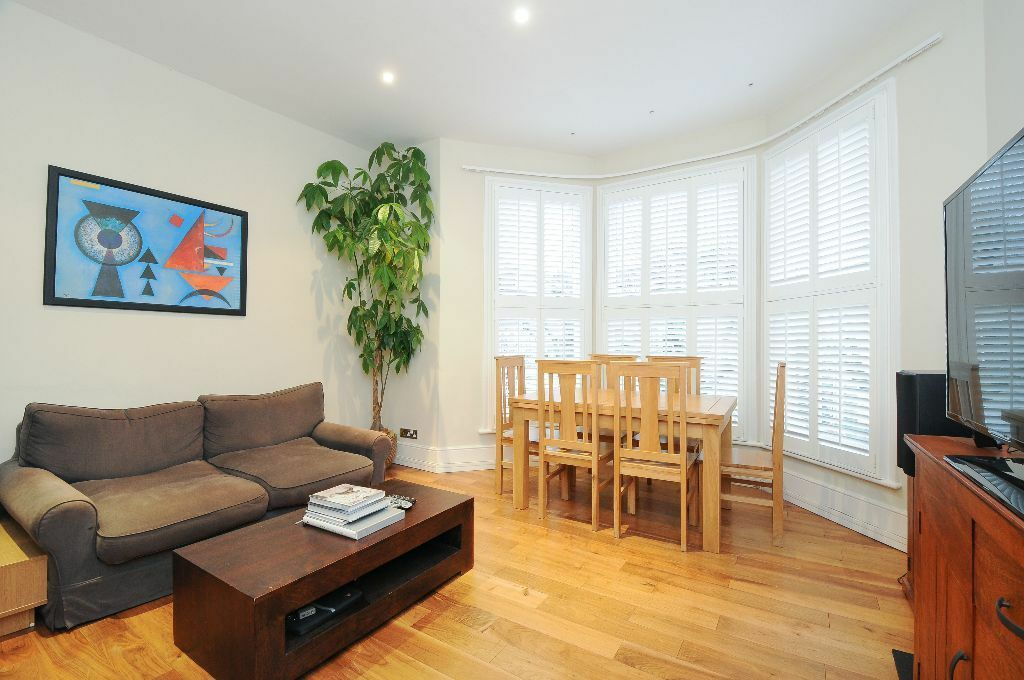 EXTREMELY SPACIOUS 2 DOUBLE BEDROOM FLAT TO RENT WITH PRIVATE ROOF TERRACE