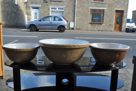 an array of vintage retro mixing bowls