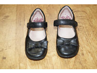 Girls Leather Shoes size UK 9.5 Great Condition