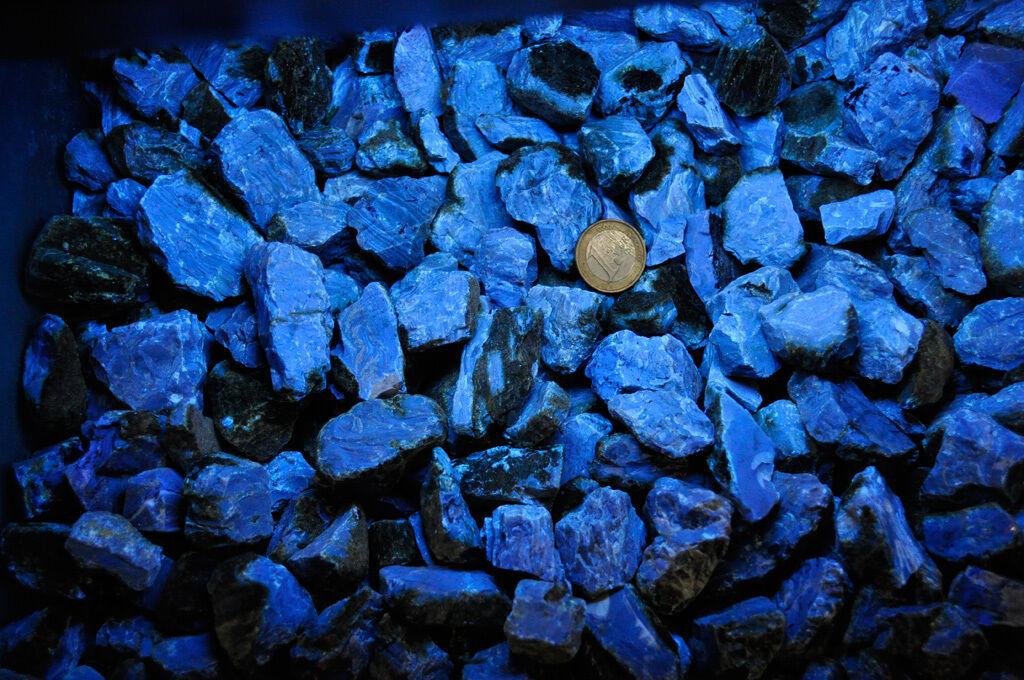 Blauer Bernstein, blue Amber aus Sumatra, 2-4 cm kleine Rohsteine - 0,5 kg