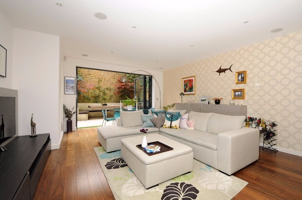 *** Stunning new build four bedroom family house to rent, Hatherley Gardens, N8 ***