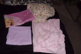 SELECTION OF GIRLS SINGLE BEDDING SHEETS + PILLOWCASES IN EXCELLENT CONDITION