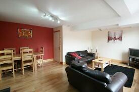 4 bedroom flat in Simonside Terrace, Newcastle Upon Tyne, NE6