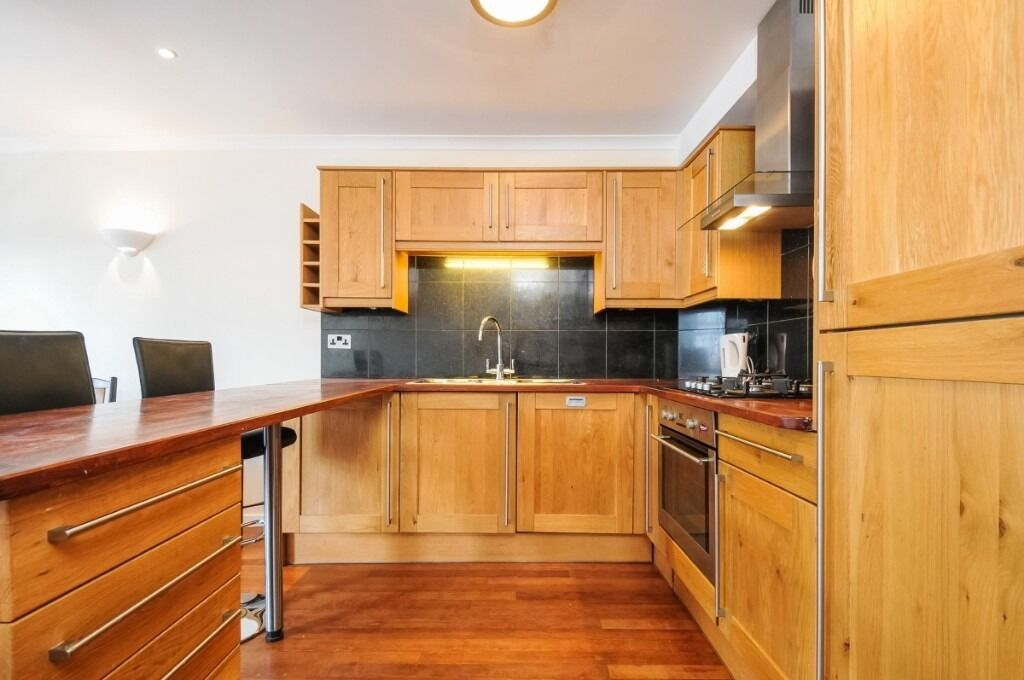 A spacious one double bedroom, fully furnished flat located on Fulham Broadway, SW6