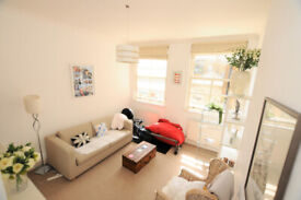 A lovely, bright 2nd floor (lift) 2 bed, 2 bath bath apartment just off the Gloucester road