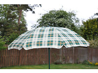 Simple garden Parasol and Base, not new but never used