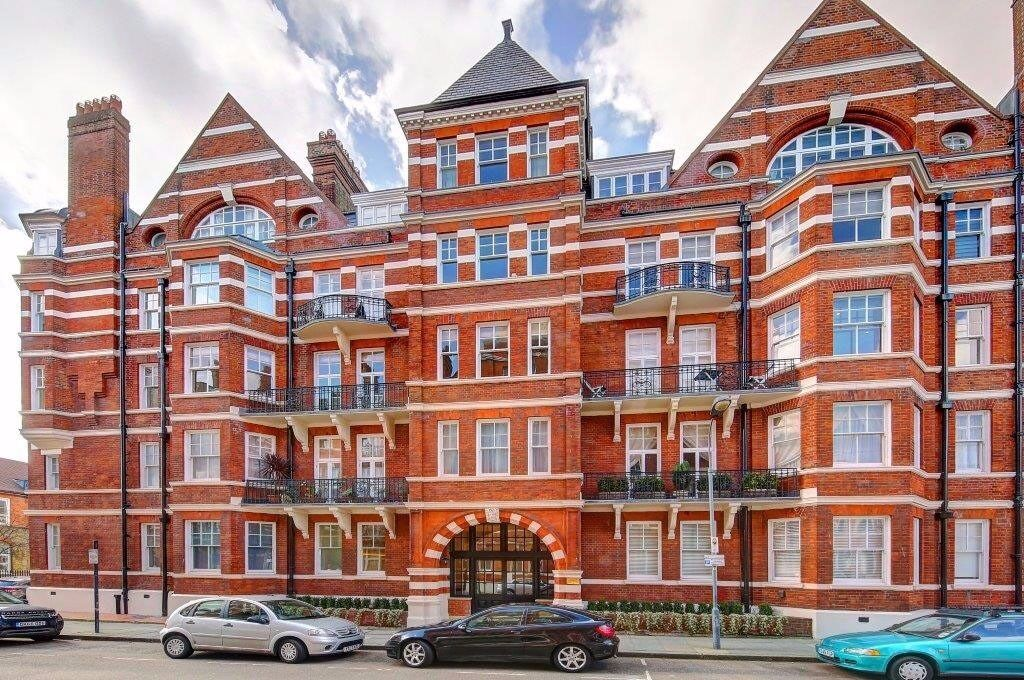 3/4 DBL BED FLAT PALACE MANSIONS W14 AVAILABLE NOW FOR STUDENTS FOR 8-9 MONTH CONTRACT KENSINGTON