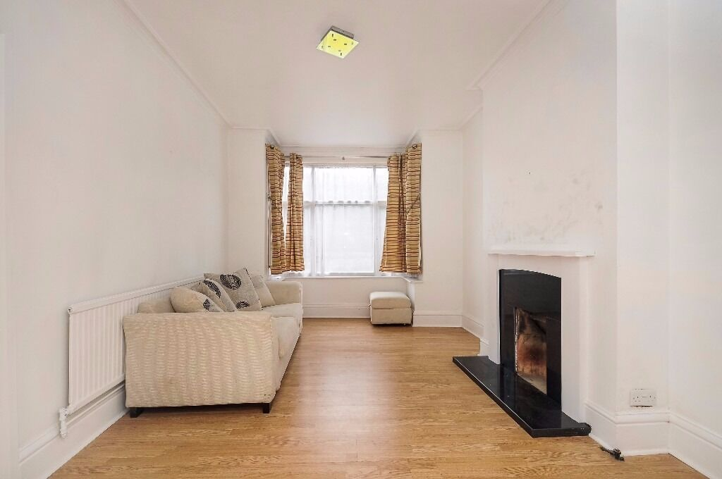 A spacious and well presented mid-terraced house to rent on Morden Road
