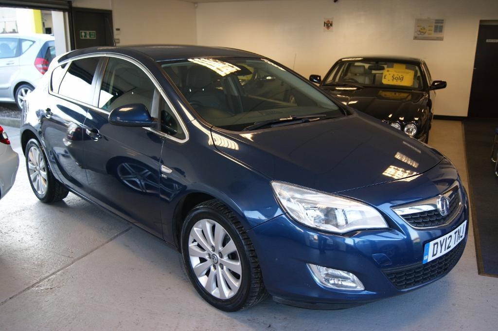 Vauxhall Astra SE CDTi 5dr (blue) 2012
