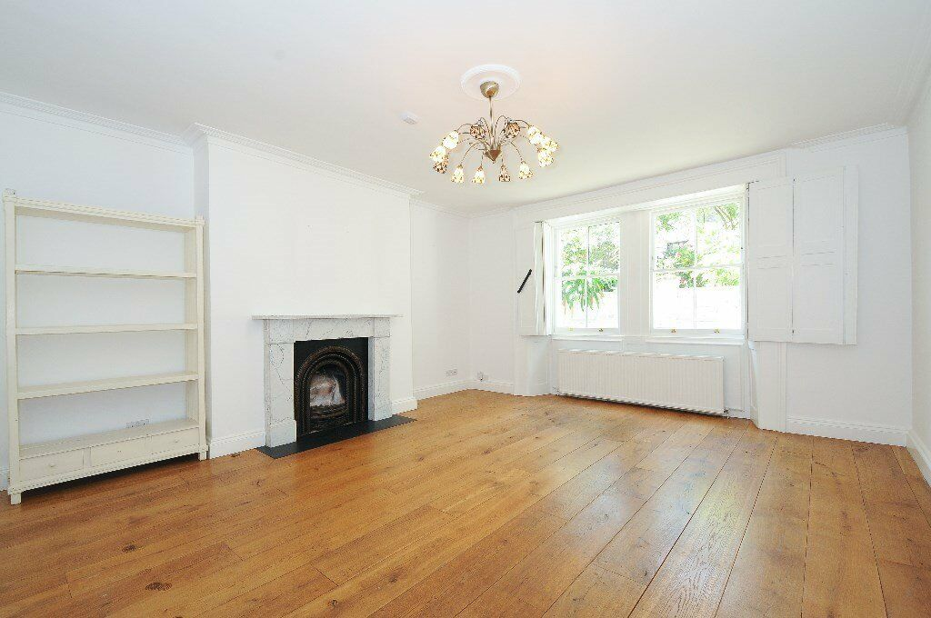 PRIO - A lovely three bedroom garden flat to rent with private entrance located in South Hampstead