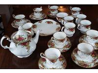 30+ piece Royal Albert Old Country Roses Tea Set