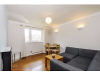 A beautifully refurbished one bedroom flat with communal gardens. Kings Avenue, Clapham, SW4