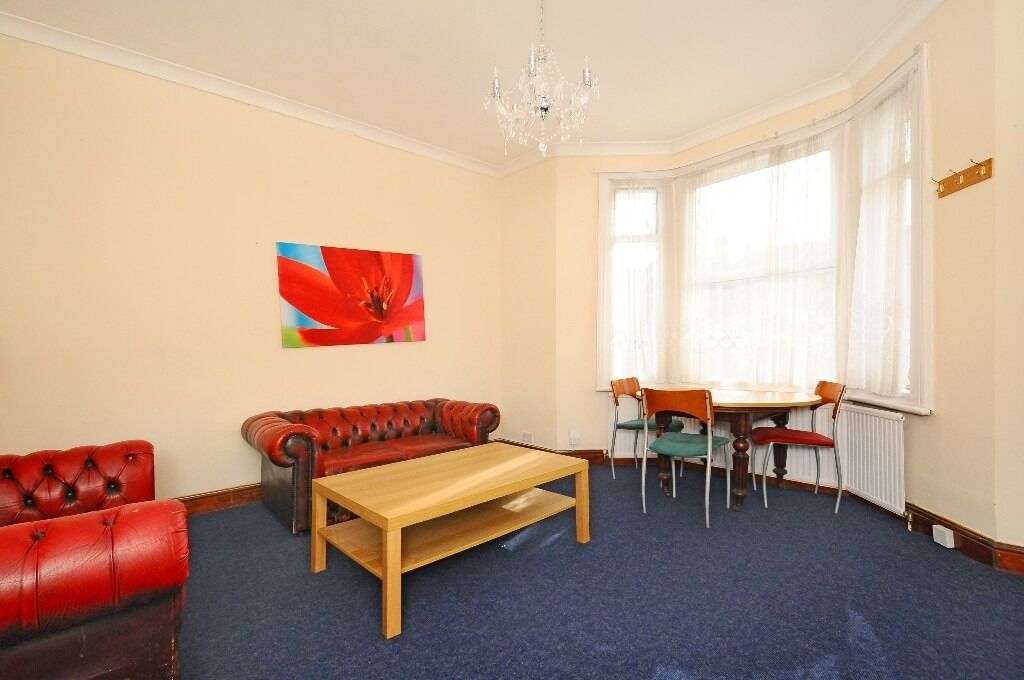 2 Bed Room, Fully Furnished Flat - £1300 PCM - INCLUDING Council Tax and Water Rates