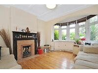 NEW!*Three bedrooms *Double reception room *Separate fully fitted kitchen* NEW PARK ROAD
