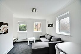 Stunning One Bedroom Flat - Gated Development - Chiswick High Road - Furnished