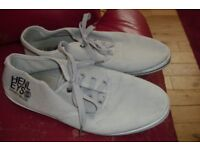 """PAIR MEN'S """"HENLEYS"""" SIZE 8 STONE LACE UP PUMPS GOOD USED CONDITION"""