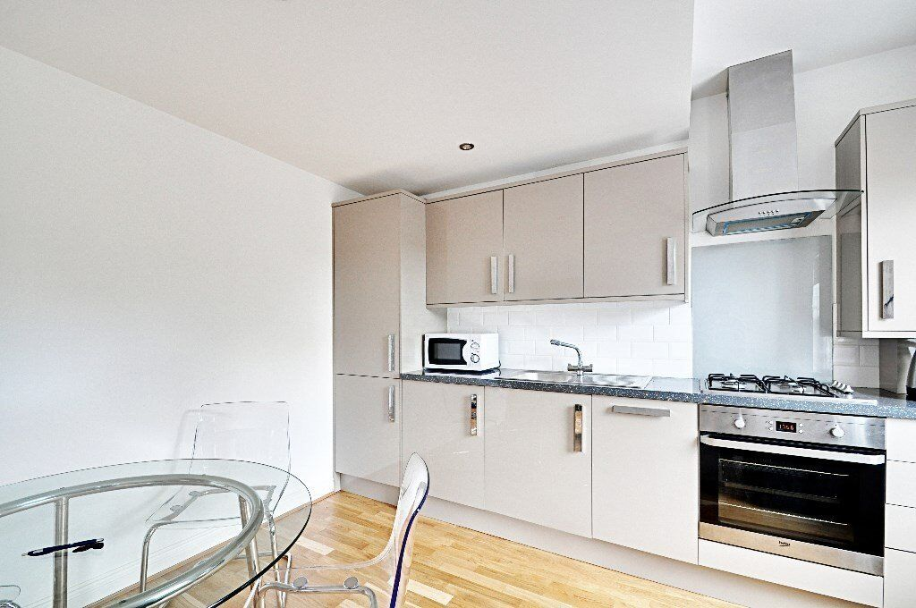 large double 1 bedroom flat available furnished, perfect for a young couple or students