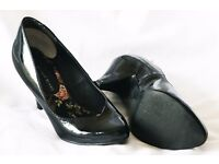 Ladies shoes, size 2, very good condition.