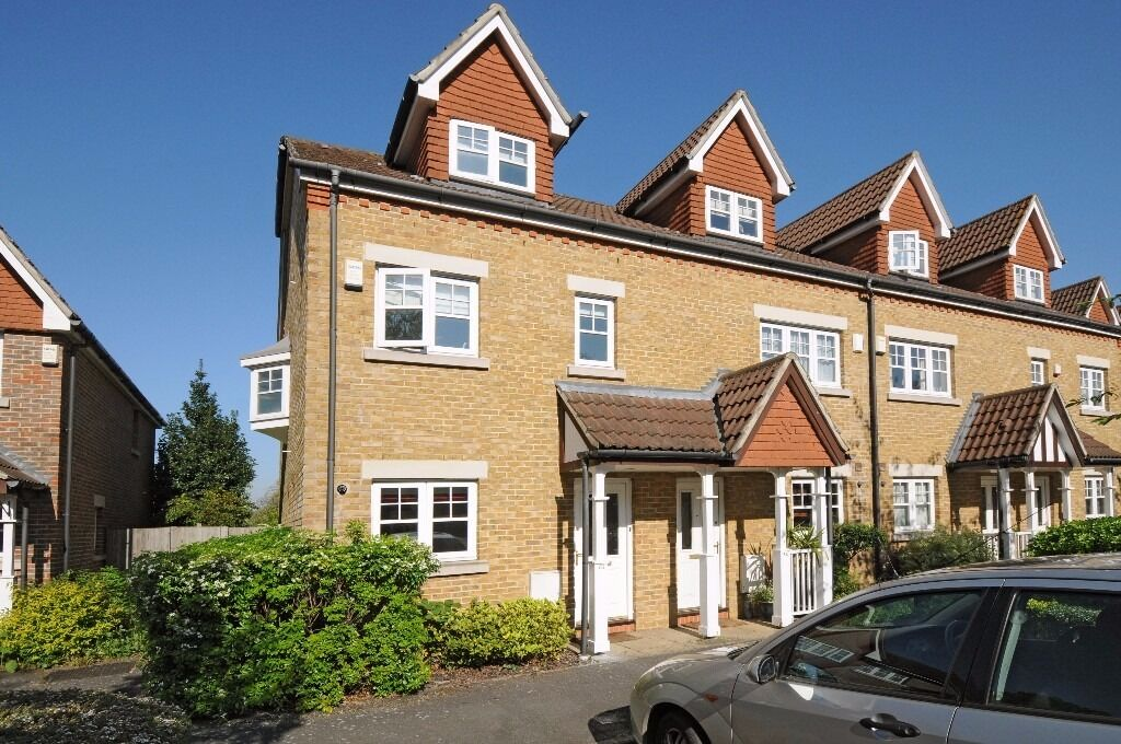 NEW!*Three double bedrooms*Large reception room*Master bedroom with en-suite*FAWCETT