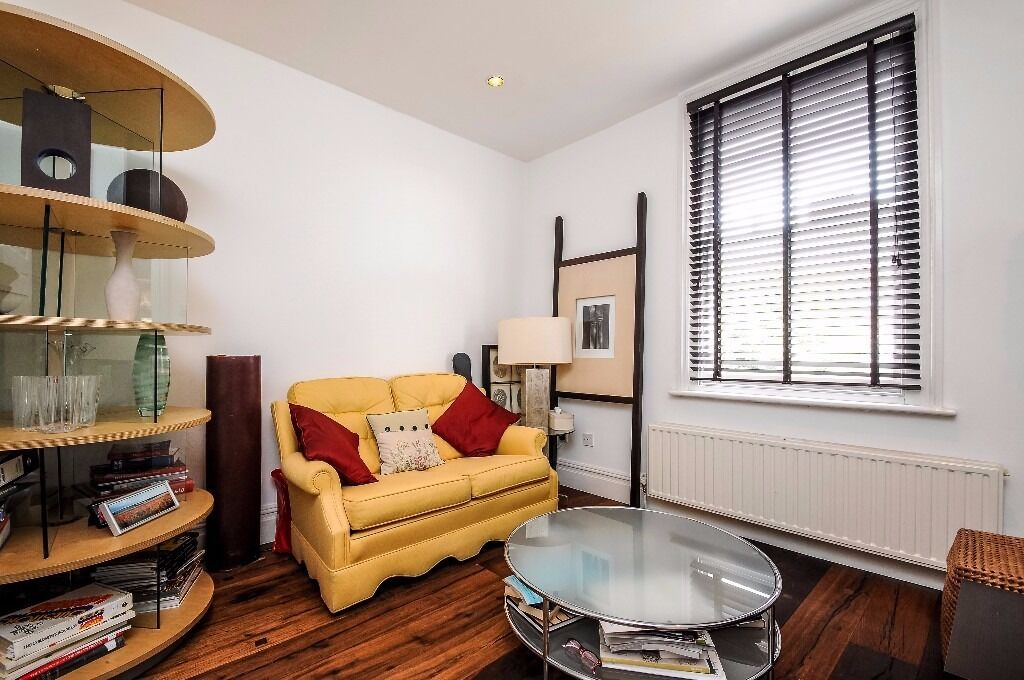 A one bedroom split level flat to rent in Kingston. Vicarage Road.
