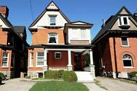BEAUTIFUL LARGE 2 BED W/ DECK - JULY 1ST - CENTRE TOWN - Queen