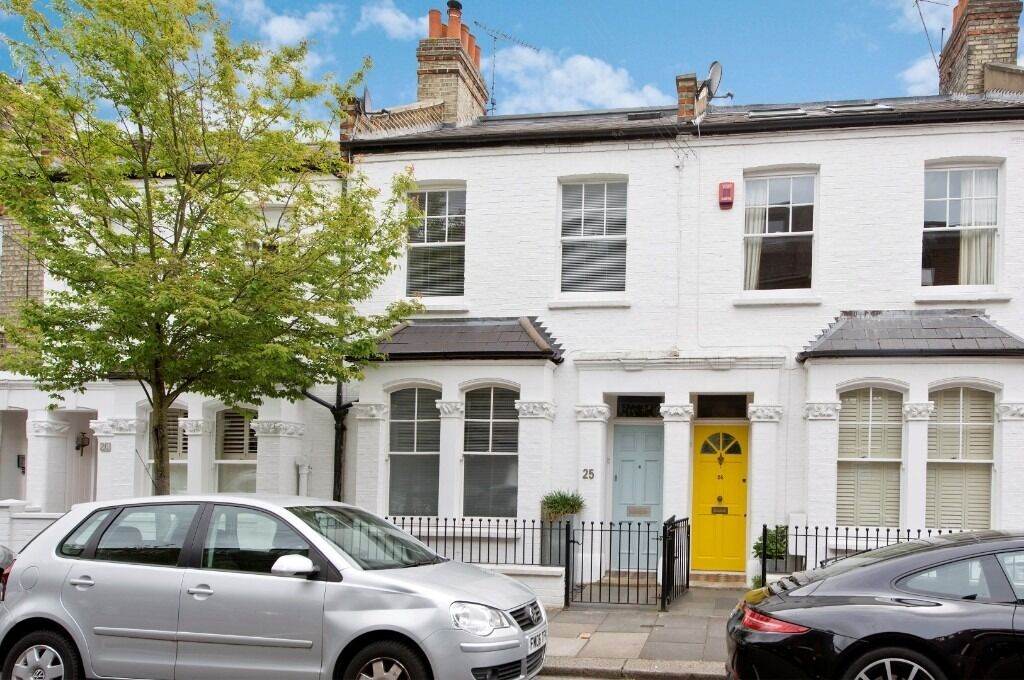 Rainville Road - Out of the ordinary, this beautiful two double bedroom flat is a stunner!