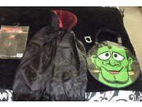 BOYS DRACULA CAPE AGE 6-8 YEARS, A SET OF TEETH + A HALLOWEEN SWEETS BAG