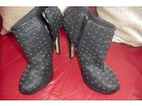 """SIZE 7 PAIR BLACK SHOE BOOTS WITH 5"""" HEEL THEY HAVE GOLD STUDS ON THEM"""