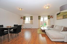 GRAND - A stunning four bedroom family home to rent within walking distance to Raynes Park Station