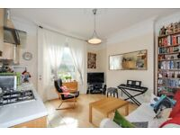 A spacious two bedroom Victorian conversion flat to rent in New Cross - Lewisham Way