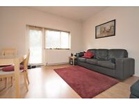 SPACIOUS ONE BED FLAT ON GRANGE PARK WITH COMMUNAL GARDENS CLOSE EALING BROADWAY STATION £1300 PCM