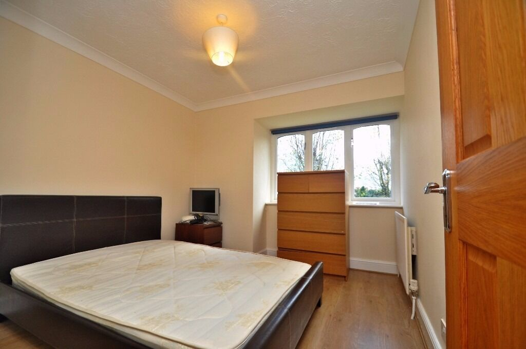 **TWO BED FLAT TO RENT IN W13*