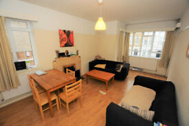 Large, 3 double bedroom flat with big living room and balcony