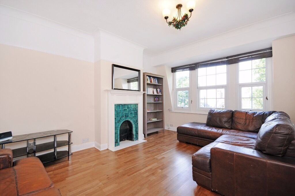 Three Bedroom Flat to rent in Ealing Furnished, Private Balcony, Separate Living Room Available
