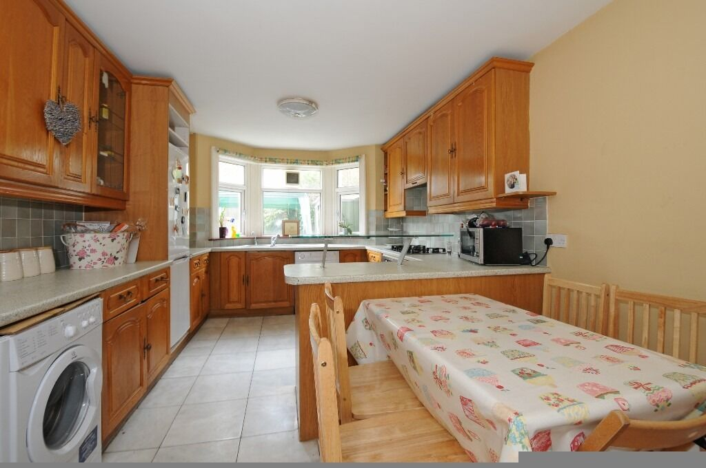 Four Bedroom House With Garden, Glenburnie Road, London SW17, £2600 Per Month