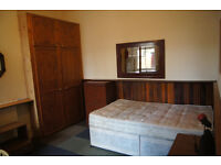 Double room to let with own kitchen, near Kilburn station.