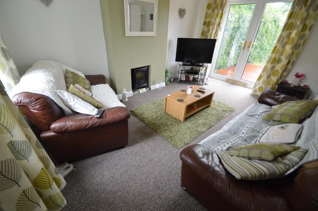 3 bedroom house in Dyffryn Avenue, Rhydyfelin, Pontypridd