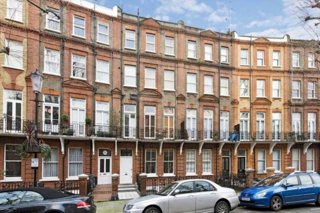 2 bedroom flat in Philbeach Gardens, Earls Court, SW5