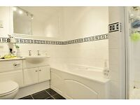 Amazing 4 Bedroom, 2 En Suite Bathrooms House close to Isleworth Station