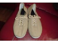 SIZE 5 PAIR BEIGE LACE UP PUMPS GREAT FOR HOLIDAYS