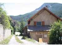 Beautiful, dog friendly property for holidays in stunning Haute Provence, sleeps 6