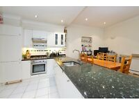 A charming well presented spacious mews house located close to both Goldhawk and Hammersmith W6